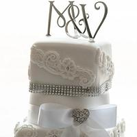 Latest wedding cake  by Claire