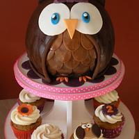 Owl cake & cupcakes by Dani Johnson