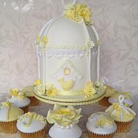 lemon, white and gold birdcage and matching cupcakes