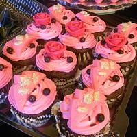 Royal hot pink roses  and pink crowns on cupcakes