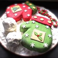 Christmas mittens cakes