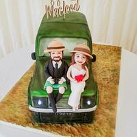 Safari jeep wedding cake
