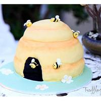 A bee cake!