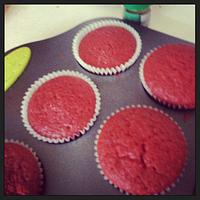 red velvet casino themed cupcakes by sumbi