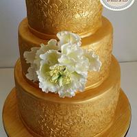 WEDDING GOLDEN CAKE WITH OPEN PEONI