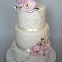 Svatební s eustomy a glazurou