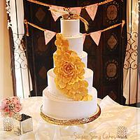 Golden Rose Boa on buttercream Wedding Cake