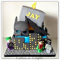 Tilting Batman with sugar mask, batarang and Lego figures