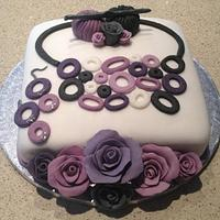 Crochet Jewellery Cake with Roses by Cleo C.