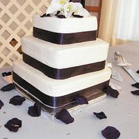 Simple & Elegant Wedding Cake by Christa