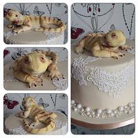 Bearded dragon on an elegant cake