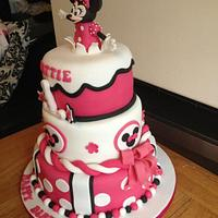 Minnie mouse by Laura Woodall