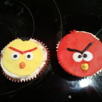 Angry Birds cupcakes done in a hurry