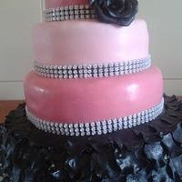 Ruffled wedding cake by Vera Santos