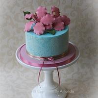 Dusky Pink Hibiscus & Sugarveil Cake
