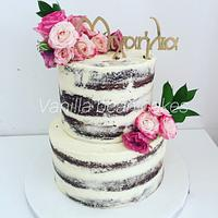 Naked cake with freh flowers