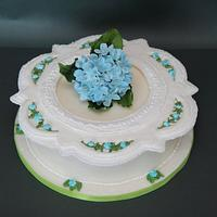 Royal icing collar and hydrangea