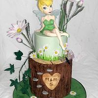 Tinker bell spring scene : daisies and tree bark