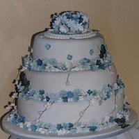 Forget me not wedding cake by Jo