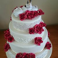 Weddingcake with red roses