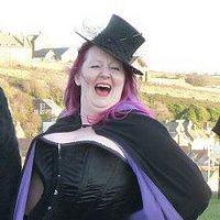 Helen C of Colliwobble Cakes