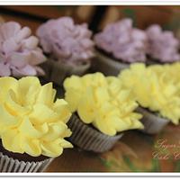 Dahlia Cupcakes Bouquette