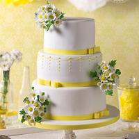Sweet Daisy blooms Wedding cake