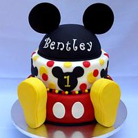 Mickey mouse birthday cake by Laura Barajas