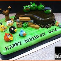 THE ANGRY BIRDS CAKE by TheCakeDon
