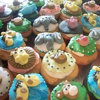 Animal cupcakes Enchanted Cakes by Sher