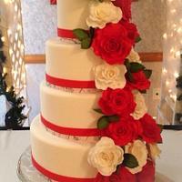 Christmas wedding cake with white camo border