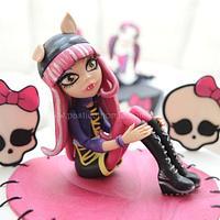 Monster High (Howleen Wolf) Cake
