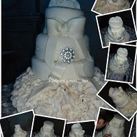 GLAMOUR WEDDING CAKE