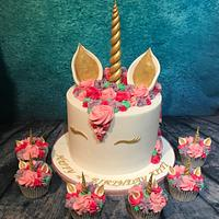Pink unicorn cake and cupcakes