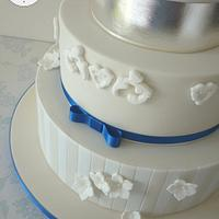 Ivory & royal blue wedding cake