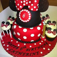 Minnie Mouse with cupcakes