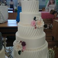 Pretty Pleats wedding cake