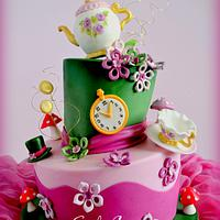 WONDERLAND TOPSY TURVY CAKE