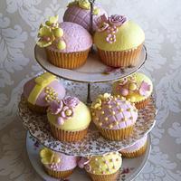 Pink & yellow vintage cupcakes - gluten free!