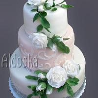 Wedding cake for white roses