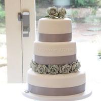 Simple elegant wedding  by Symphony in Sugar