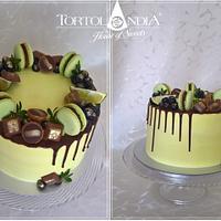 Drip cake with macaron