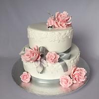 Soft wedding cake with roses