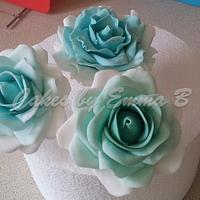 Sugarpaste Roses in Palest Blues and Greens