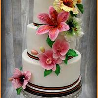 Weddingcake with colorfull flowers
