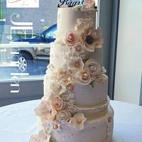 Beautiful pink and white weddingcake