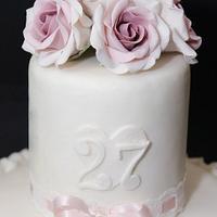 Ruffle and roses by Caramel's Cake di Maria Grazia Tomaselli