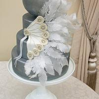 Art deco feather fan cake