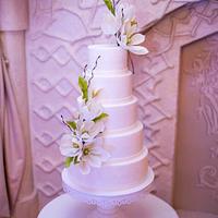 """Magnolia"" wedding cake"