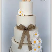 Simple Rustic Daisy Cake